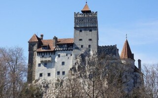 Замок Дракулы в Румынии предлагает бесплатные прививки для гостей