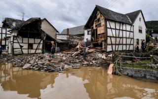 Запад Германии страдает от наводнения: погибли 110 человек, десятки пропали без вести (ВИДЕО)