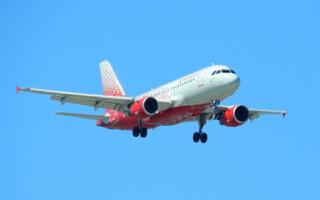 Пассажир рейса Москва – Анталия открыл аварийный выход из-за жары в самолёте