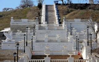 В Керчи арестованы вандалы, повредившие реконструированную Митридатскую лестницу