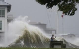 Ураган «Ида» обрушился на побережье Луизианы