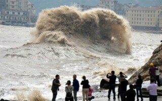 Тропический шторм «Шахин» затопил столицу Омана (ВИДЕО)