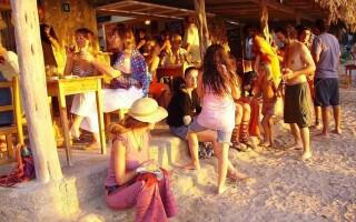 На Ибице полицейские в штатском выдали себя за туристов и прикрыли незаконное мероприятие