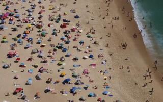 В Португалии за занятия спортом и отсутствие масок на пляжах будут штрафовать на 100 евро