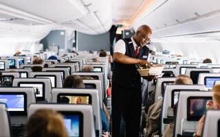 British Airways отказалась от обслуживания бортпитанием пассажиров экономического класса