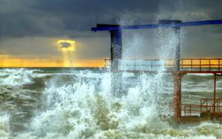 Туристический катер затонул в Севастополе