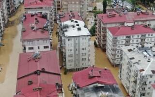 Сильные дожди вызвали наводнения в Турции (ВИДЕО)