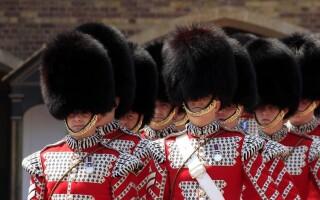 Букингемский дворец возвращает церемонию смены караула после 17 месяцев перерыва