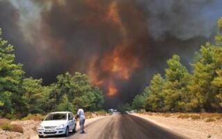 Ростуризм советует туристам в районе пожара в Турции не покидать отели