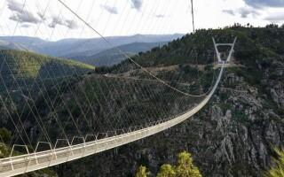Самый длинный в мире подвесной мост открылся в Португалии. Почему туристы уже прозвали его «ужасным»?