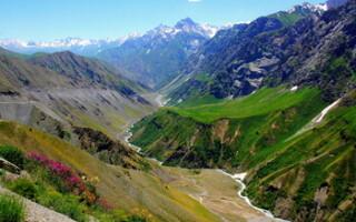 Вертолёт, летевший на помощь туристам из РФ, разбился в горах Таджикистана